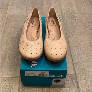 Softwalk Hampshire Sand shoes. Size 8.5